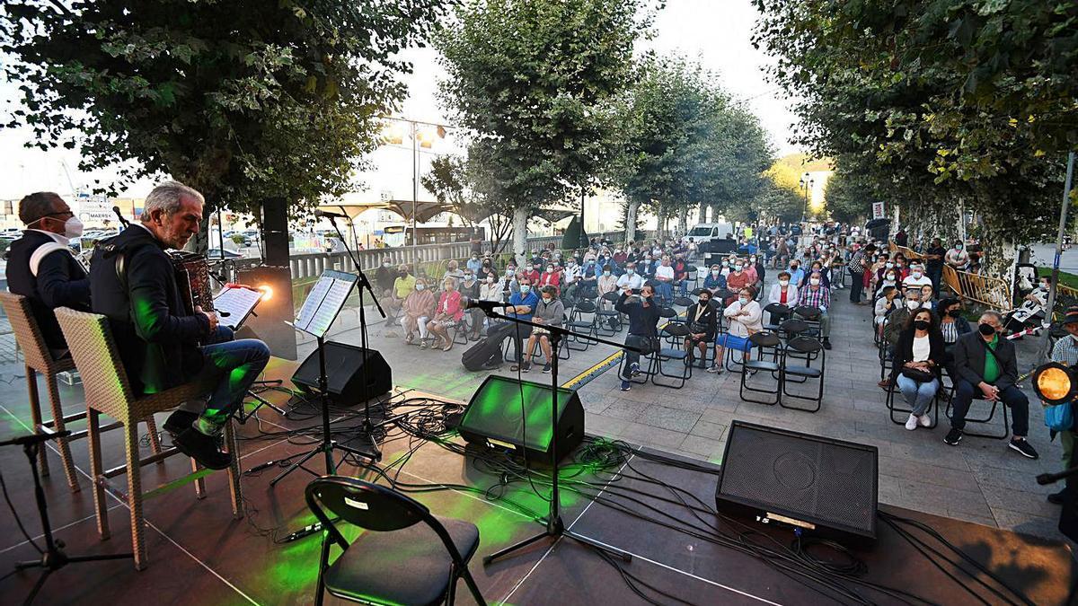 La solidaridad conquista el Festival del Kilo en la Alameda   G. SANTOS