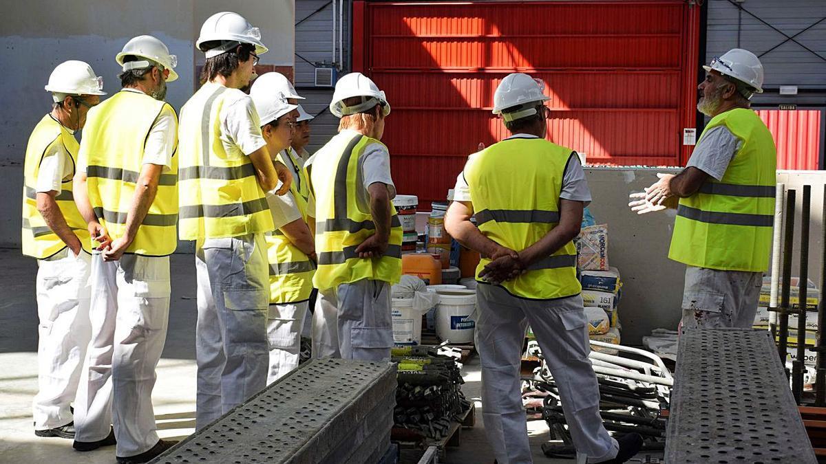 Alumnos del sector de la construcción en la comunidad. |   // F. L. C.