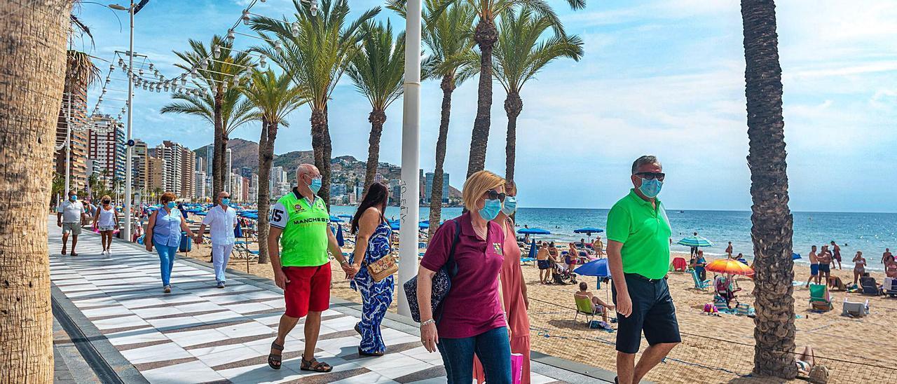 Un grupo de turistas que llegaron a Benidorm con los primeros viajes organizados por la entidad en septiembre de 2020.