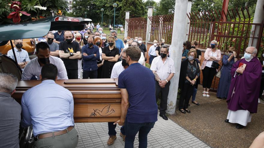 Así fue la emotiva despedida a Eladio Currás, el guardia civil jubilado que murió en un incendio en Gijón