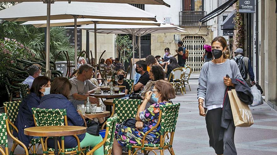 Las peticiones para abrir terrazas en los bares crecen un 30% y se generalizan las ampliaciones