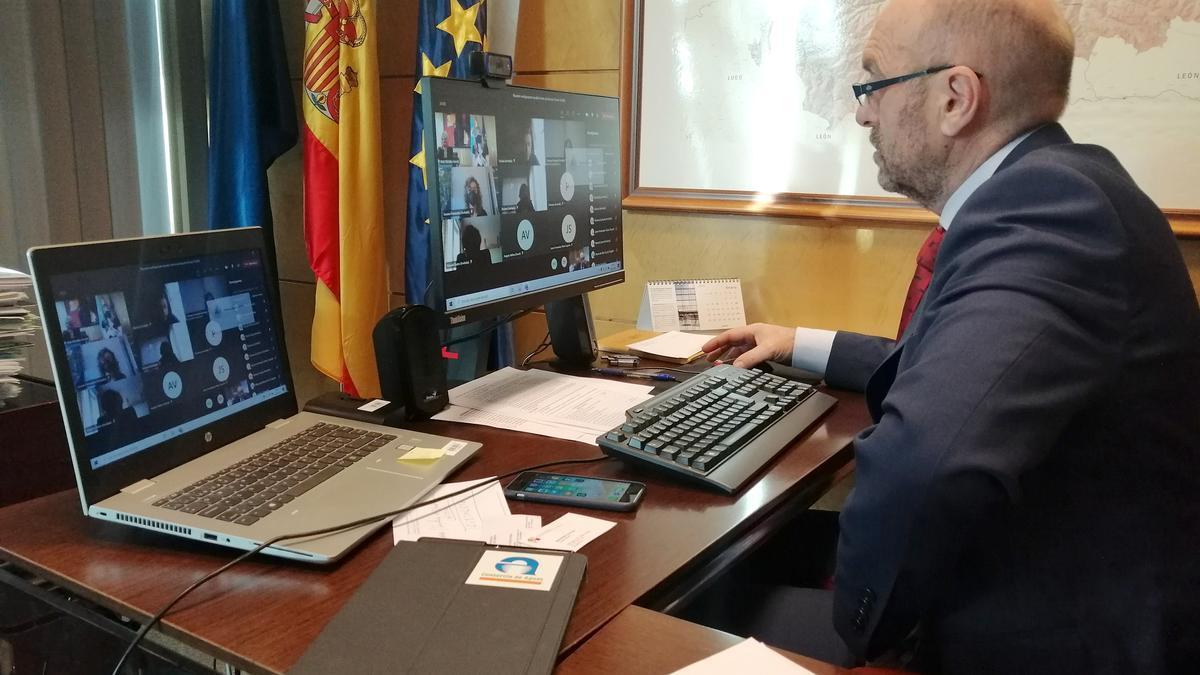 El vicepresidente Cofiño,,en la reunión telemática sobre el nuevo fondo de ayudas