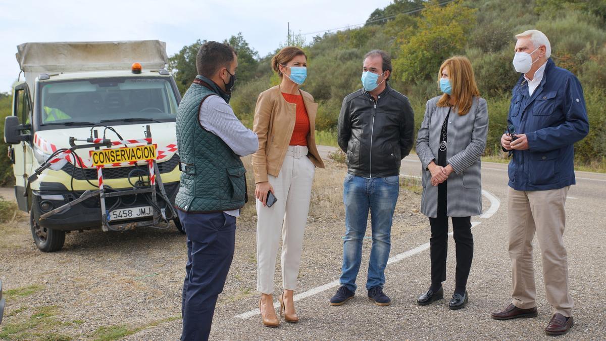Clara San Damián visita la ZA-910, donde se lleva a cabo el tratamiento de feromonas.