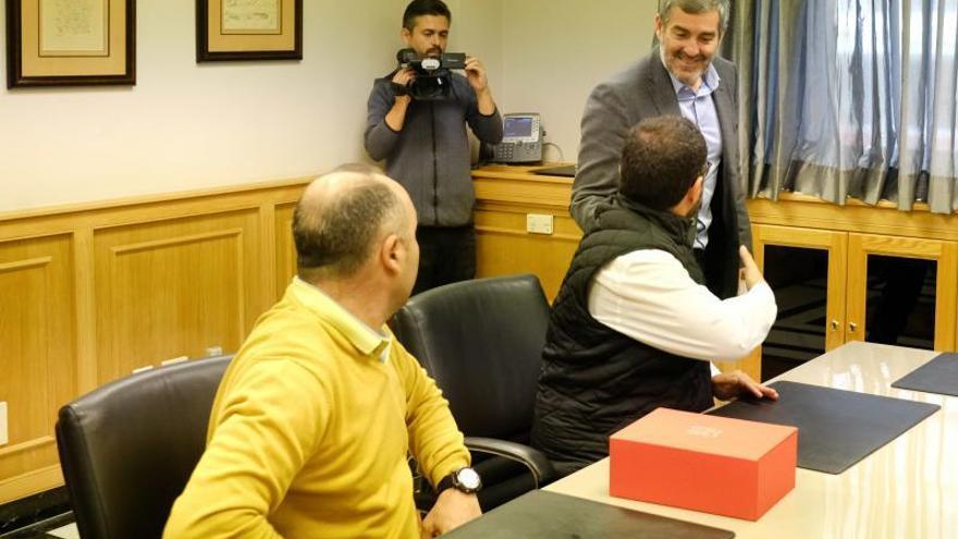 Fernando Clavijo recibe a los miembros de la Ejecutiva de UGT por el 130 aniversario del sindicato