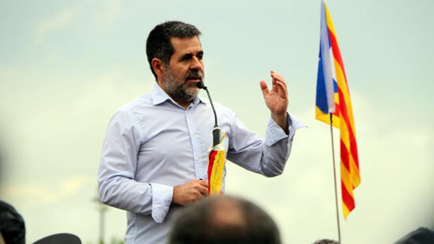 Jordi Sanchez durant els parlaments a les portes de Lledoners.JPG