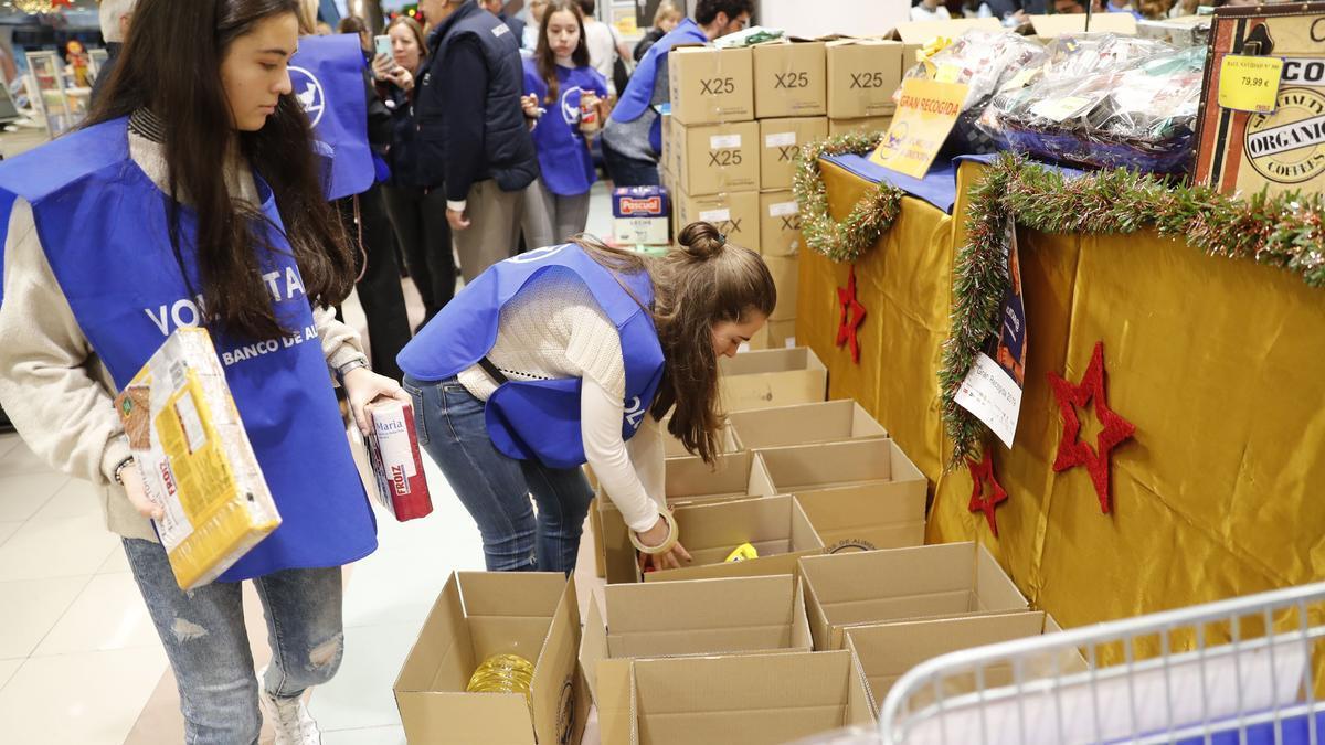 Voluntarias participan en la Gran Recogida del Banco de Alimentos de Vigo en 2019