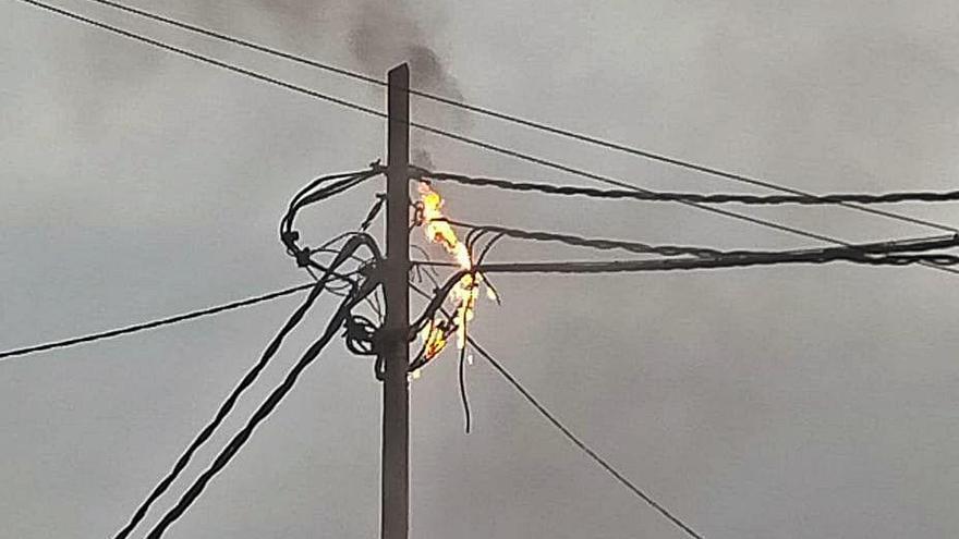 S'incendia un cablejat al barri gironí de Vila-Roja