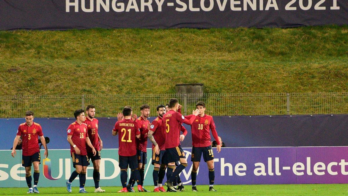 Los jugadores de España celebran uno de los goles ante República Checa