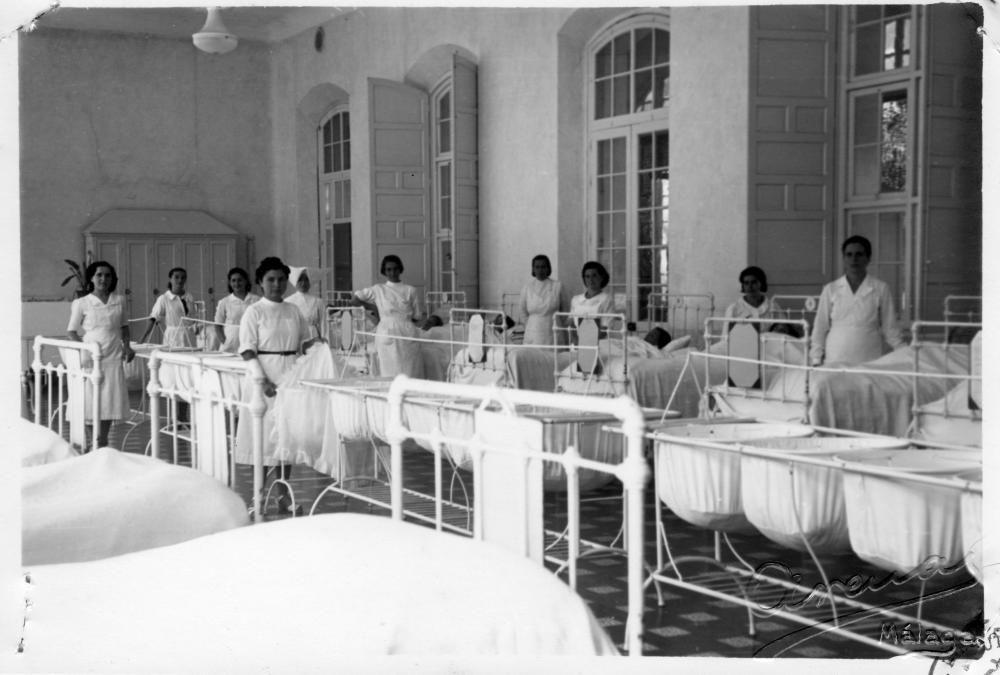 El actual edificio, inaugurado en 1892 fue edificado gracias a las donaciones de las familias Loring, Oyarzábal, Heredia y Larios.