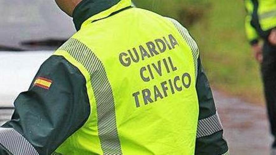 Muere una mujer y un hombre resulta herido en una salida de vía en Quiroga