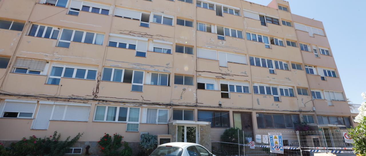 Fachada de uno de los dos bloques de los apartamentos Don Pepe, en es Codolar.