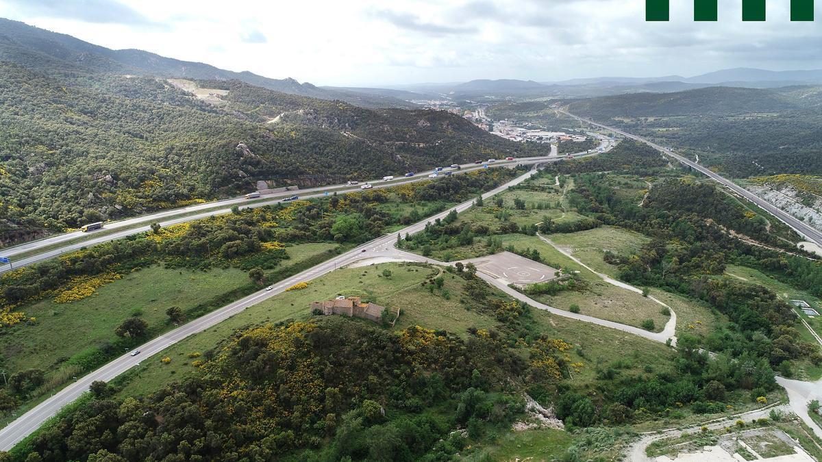 L'àmbit dels treballs és el que queda entre la via de l'AVE, l'N-II, l'AP-7 i la pista forestal que s'identifica al marge esquerre de l'autopista
