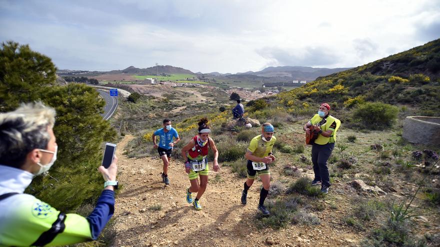 Deportes estudia eliminar la mascarilla en las competiciones deportivas al aire libre