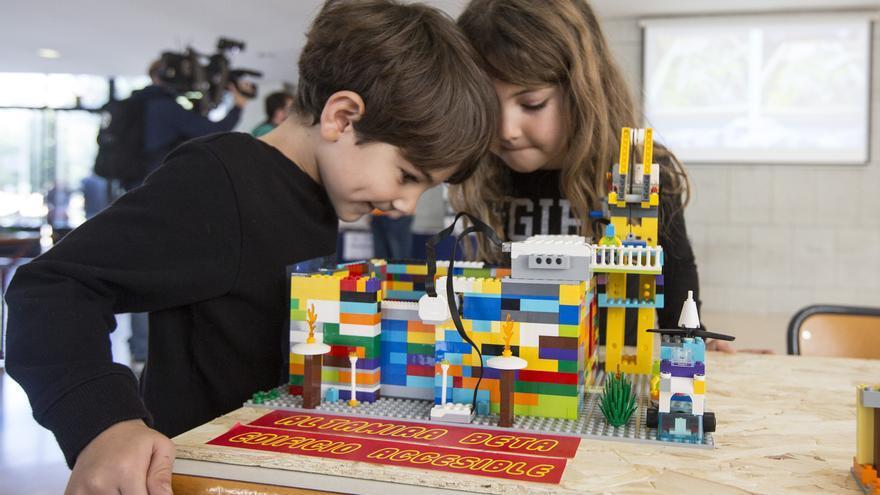 Más de un centenar de alumnos presentan online el diseño de robots