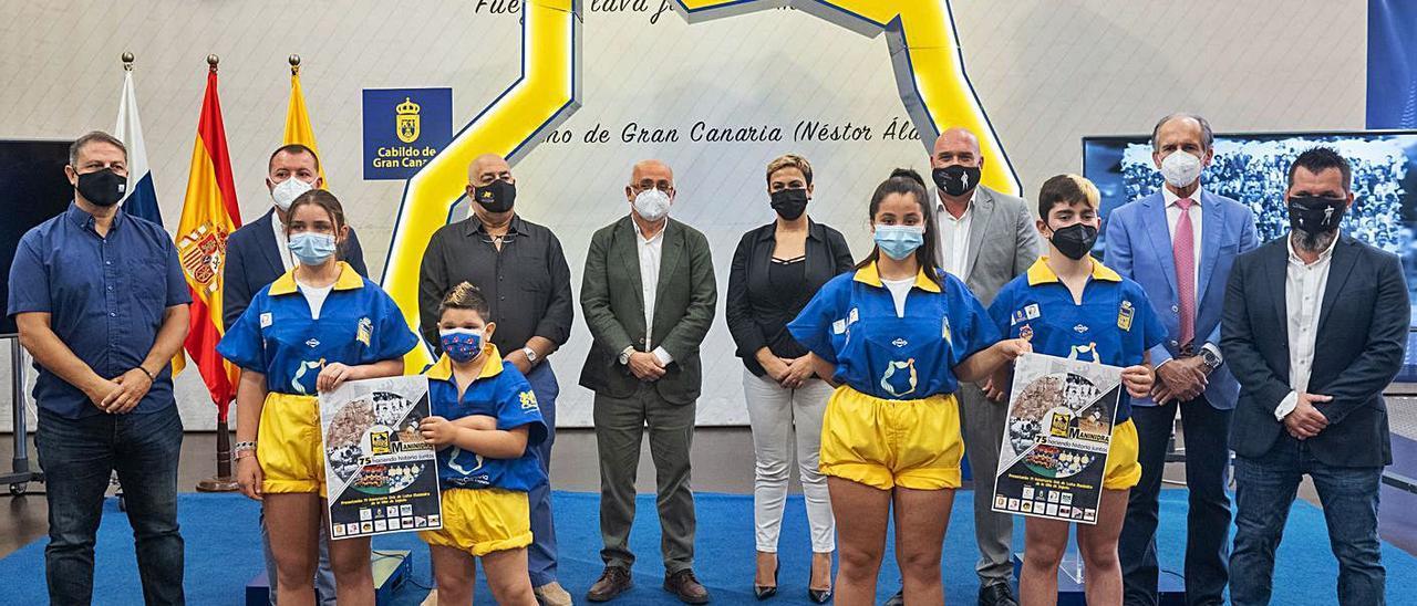 Representantes del CL Maninidra y las federaciones junto Antonio Morales, presidente del Cabildo de Gran Canaria. | | LP/DLP