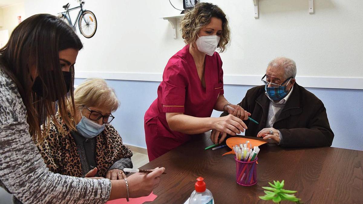 Los centros de día para personas mayores vuelven a llenarse de vida