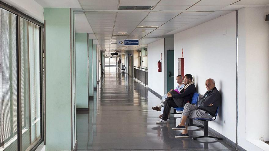 La ausencia de médicos obliga a reducir los horarios de Urgencias