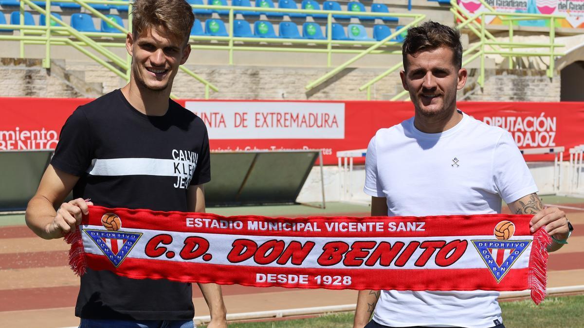 Álex Jiménez y Abraham Pozo, posando en el Vicente Sanz.