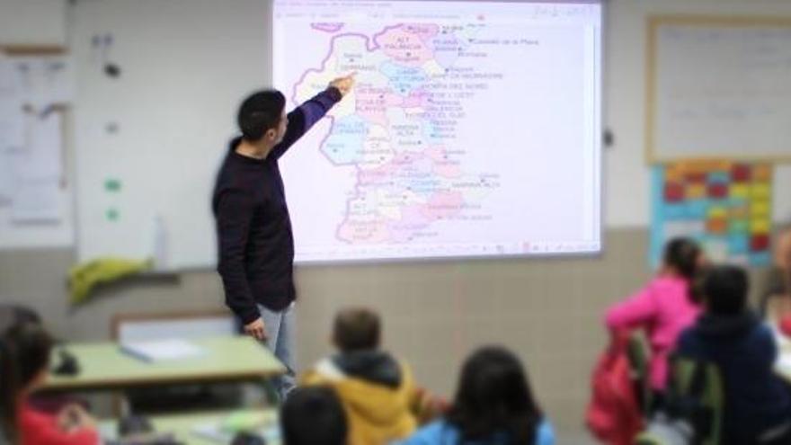 Andalucía dará 143.000 test para docentes