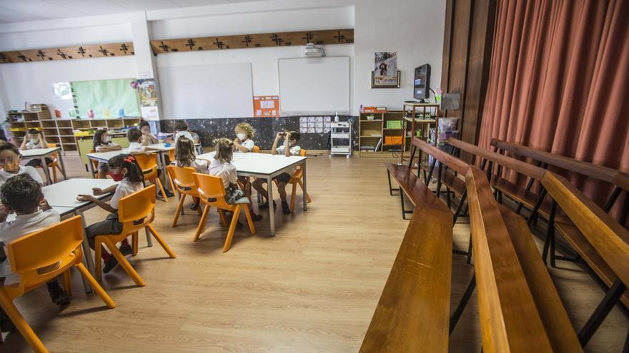 Aulas en la capilla y el salón de actos para dar todas las clases