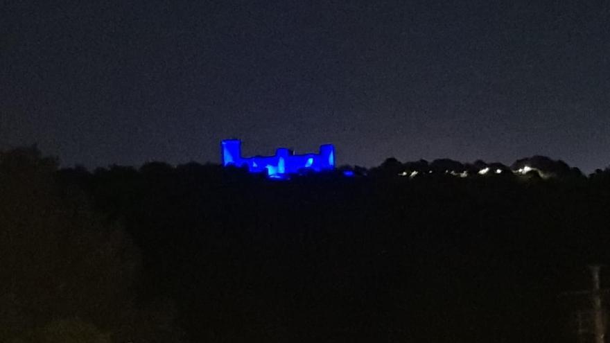 El castillo de Bellver se ilumina de azul para celebrar el Día de Europa