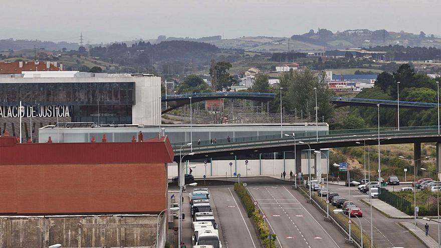 El acceso a Gijón sobre las vías causa dudas a los expertos por la incidencia en el tráfico