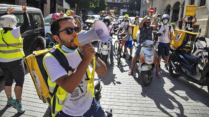 Las incógnitas de la 'ley rider' que ultima el Ministerio de Trabajo
