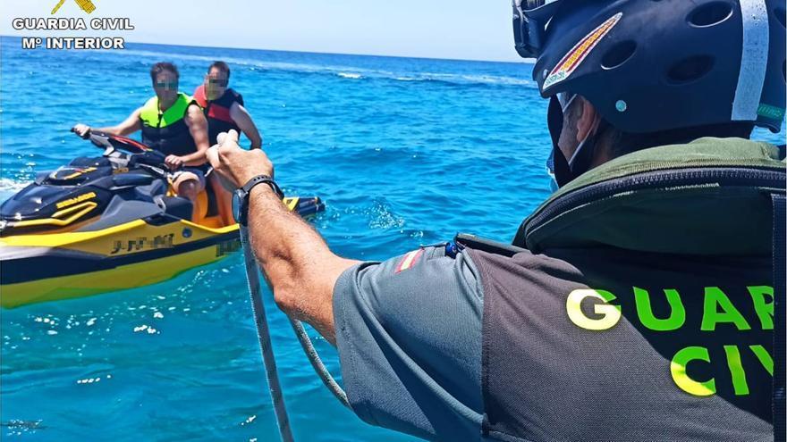 La Guardia Civil inicia una campaña de control de motos de agua en Alicante