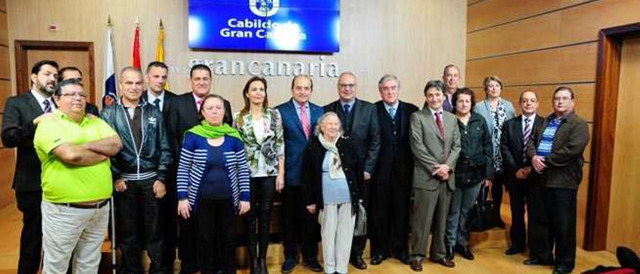 El Ayuntamiento y el Cabildo unifican la tarifa de guaguas para todo el municipio