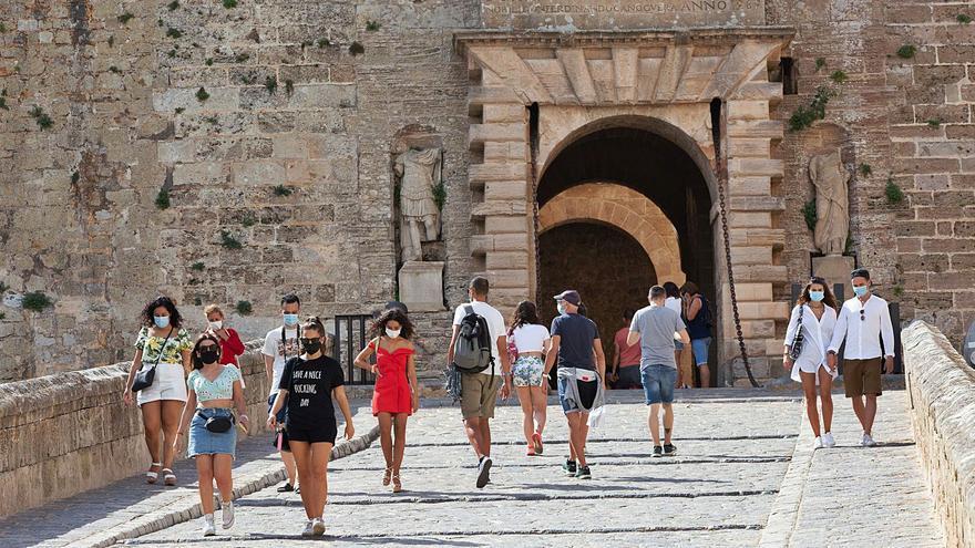 La temporada en Ibiza va camino de arrancar en junio y con reservas de «última hora»