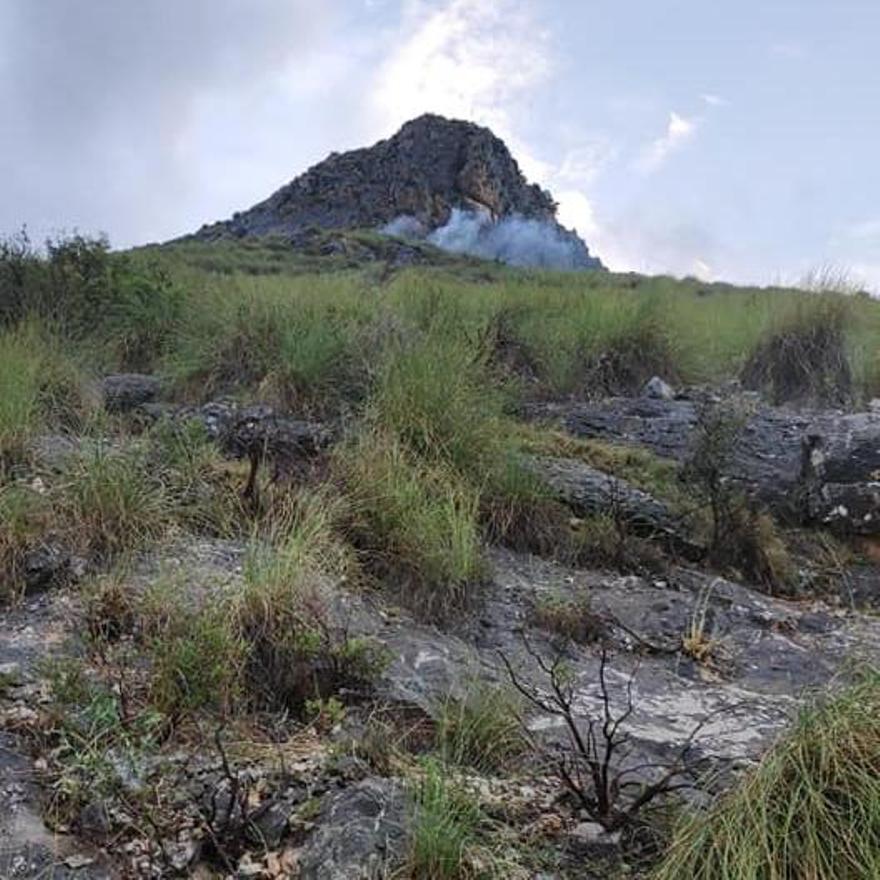 Un pequeño incendio en la sierra del Reclot de La Romana