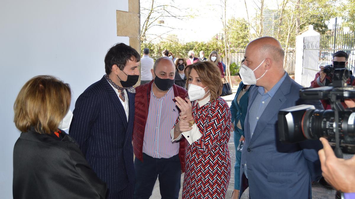 Susana Díaz, a su llegada al taller de Palomo Spain en Posadas.