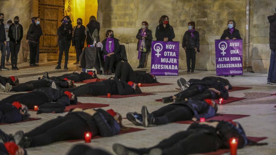 """La Coordinadora Feminista de Elche al PP: """"jamás es un despilfarro invertir contra la violencia de género"""""""