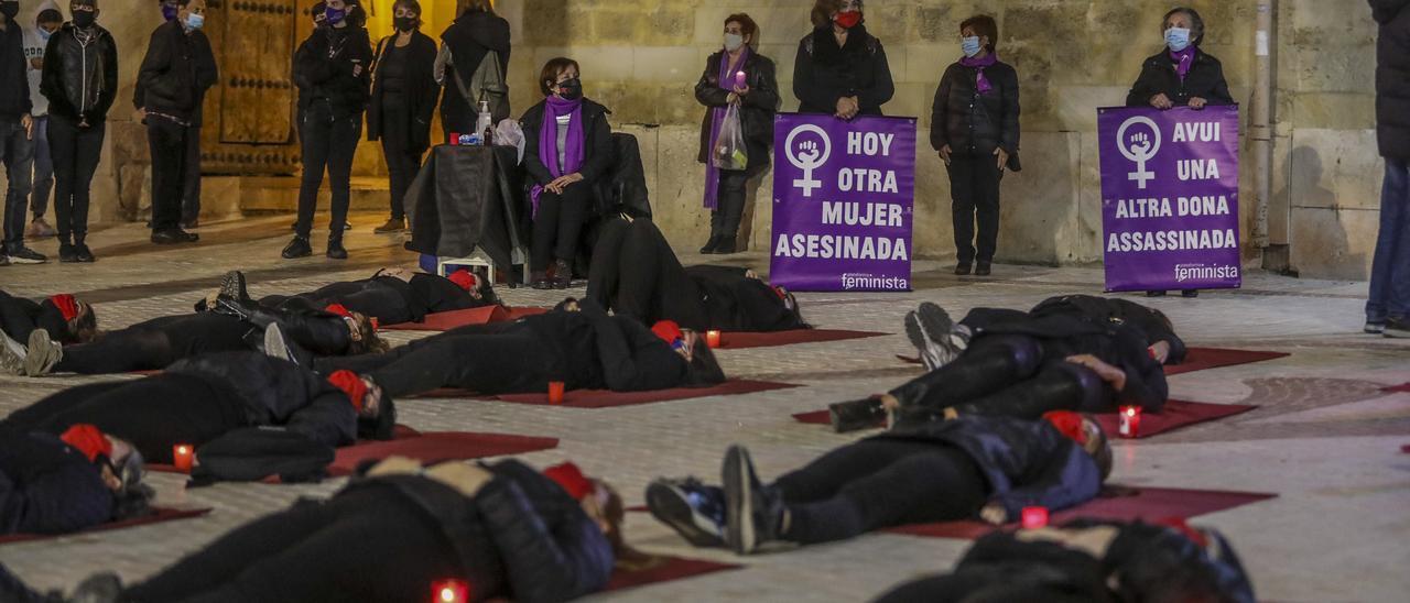 Una concentración de la Coordinadora Feminista ante casos de asesinato machista