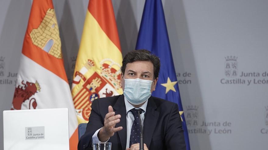 """La Junta estudia """"medidas quirúrgicas"""" para los sectores más afectados por la quinta ola"""
