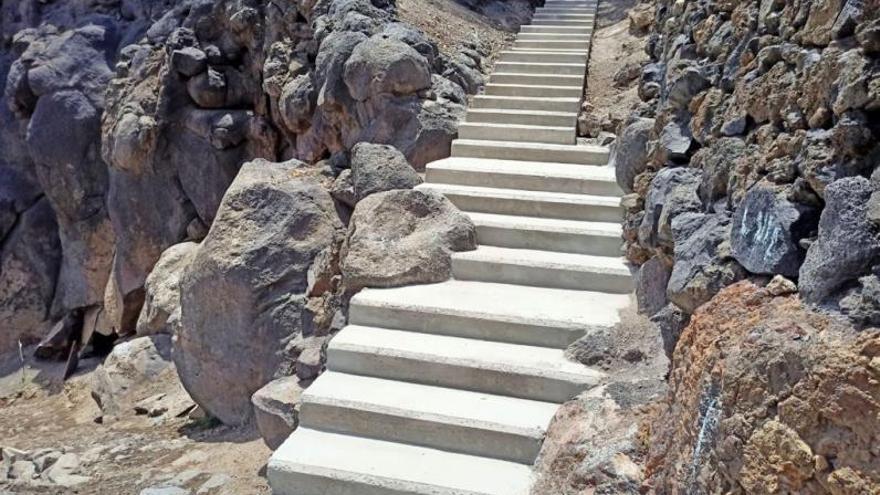 Acondicionan las escaleras que conectan el corredor  con los barrios adyacentes