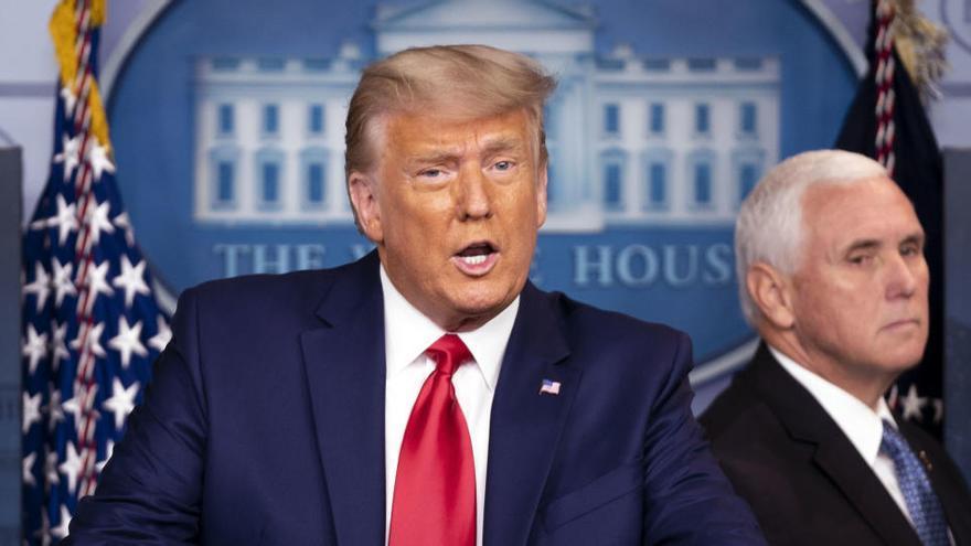 Trump sale a hablar del Dow Jones y la vacuna, pero evita abordar la transición