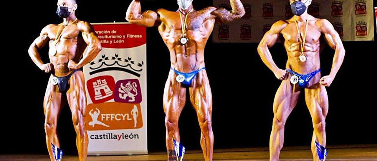 Javier Otero, en el centro, consiguió cuatro medallas en Ávila.