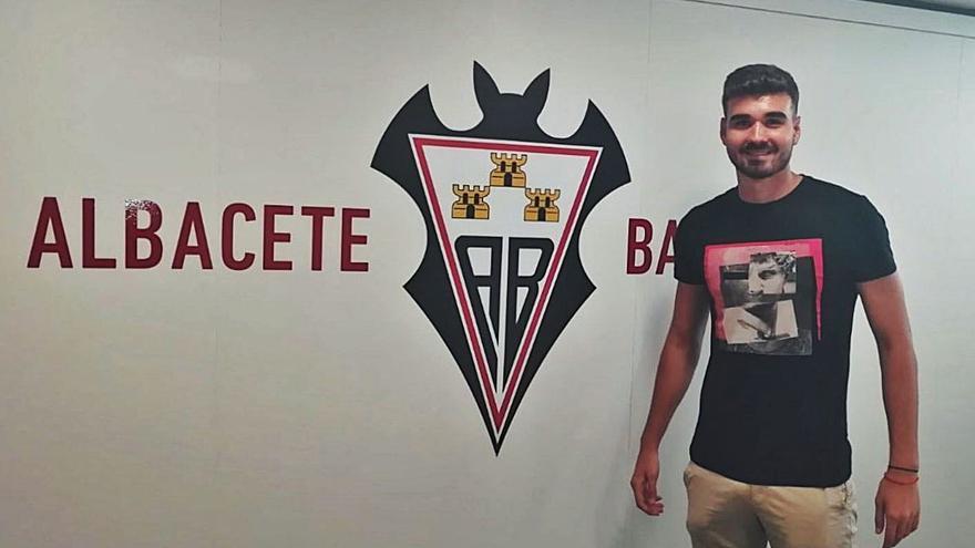Abel Buades cuenta con un nuevo «soldado» en el Atzeneta