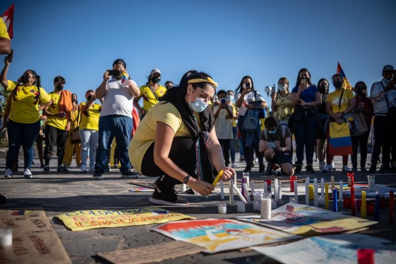 Concentración de repulsa en Santa Cruz de Tenerife por la represión en Colombia