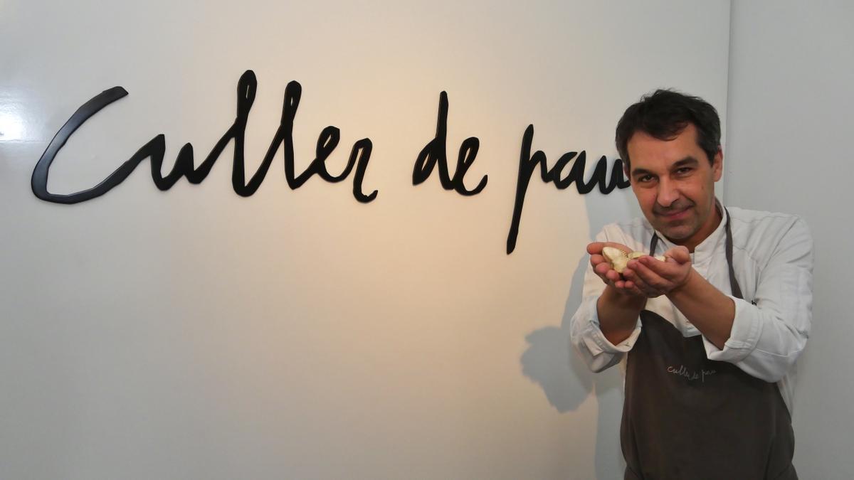 Javier Olleros, el único Dos Estrellas Michelin de Galicia en su restaurante Culler de Pau.