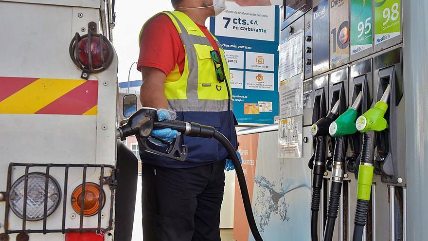 La gasolina alcanza en el Archipiélago su precio más alto en ocho años