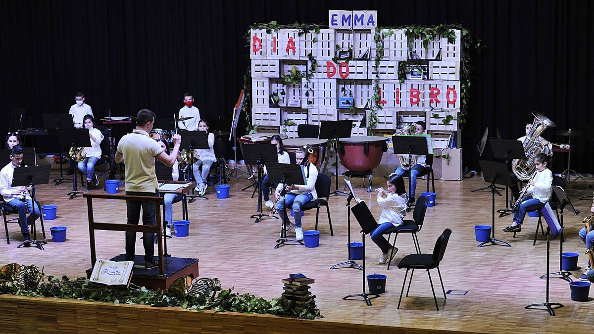 Concierto de la Pequebanda  y la Banda Xuvenil de  Agolada.  | // BERNABÉ/JAVIER LALÍN