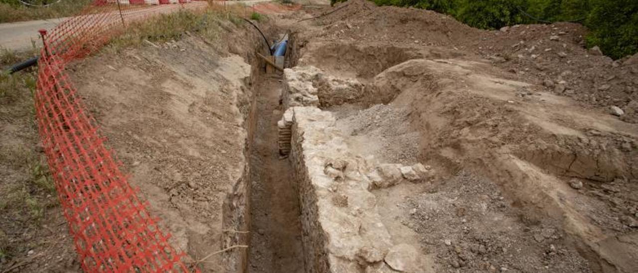 Estructura de piedra descubierta en las inmediaciones de la Acequia Real del Júcar. | PERALES IBORRA