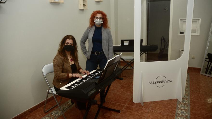 Dos músicas abren una academia tras perder todas las clases de coros por el COVID