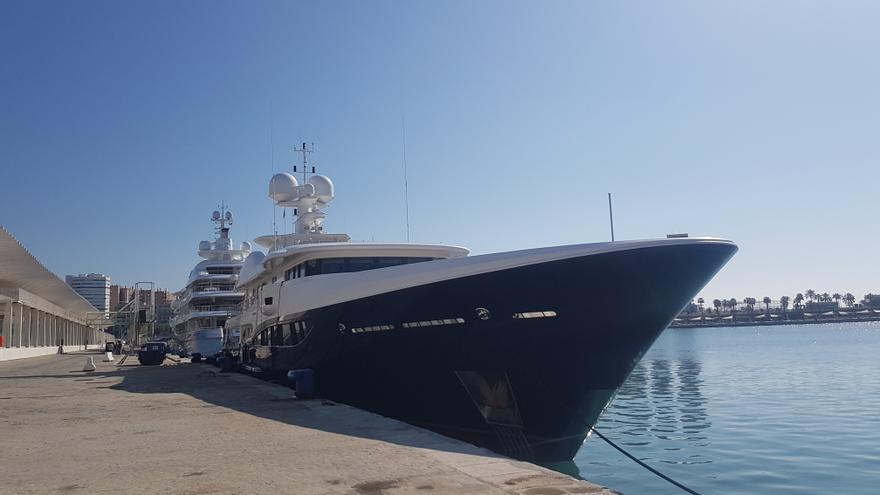 'Deniki' y 'Mayan Queen IV', los primeros yates que atracan en el Puerto de Málaga en 2021