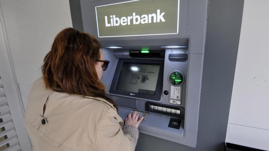Liberbank y Unicaja reactivan las fusiones y negocian crear el sexto banco español