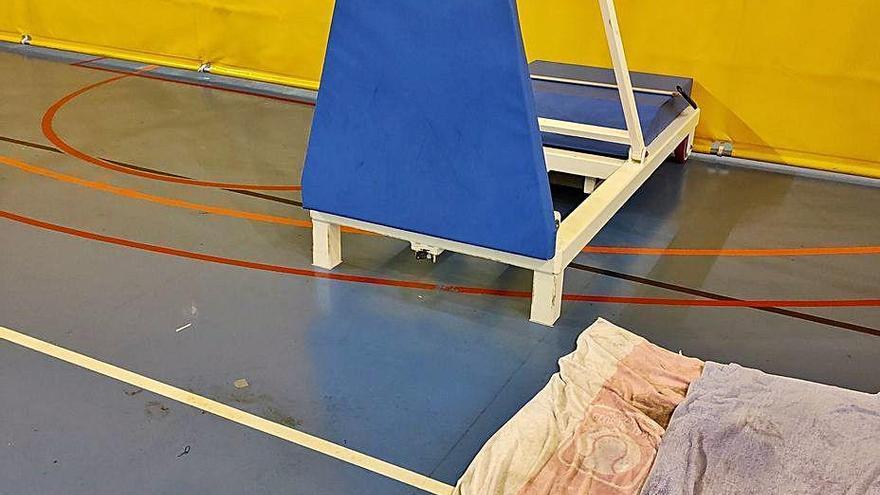 Un accident causa malestar públic per les goteres del pavelló de Berga