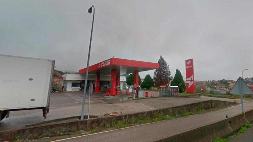 Arde un coche en la gasolinera de Tameiga, el segundo en 15 días