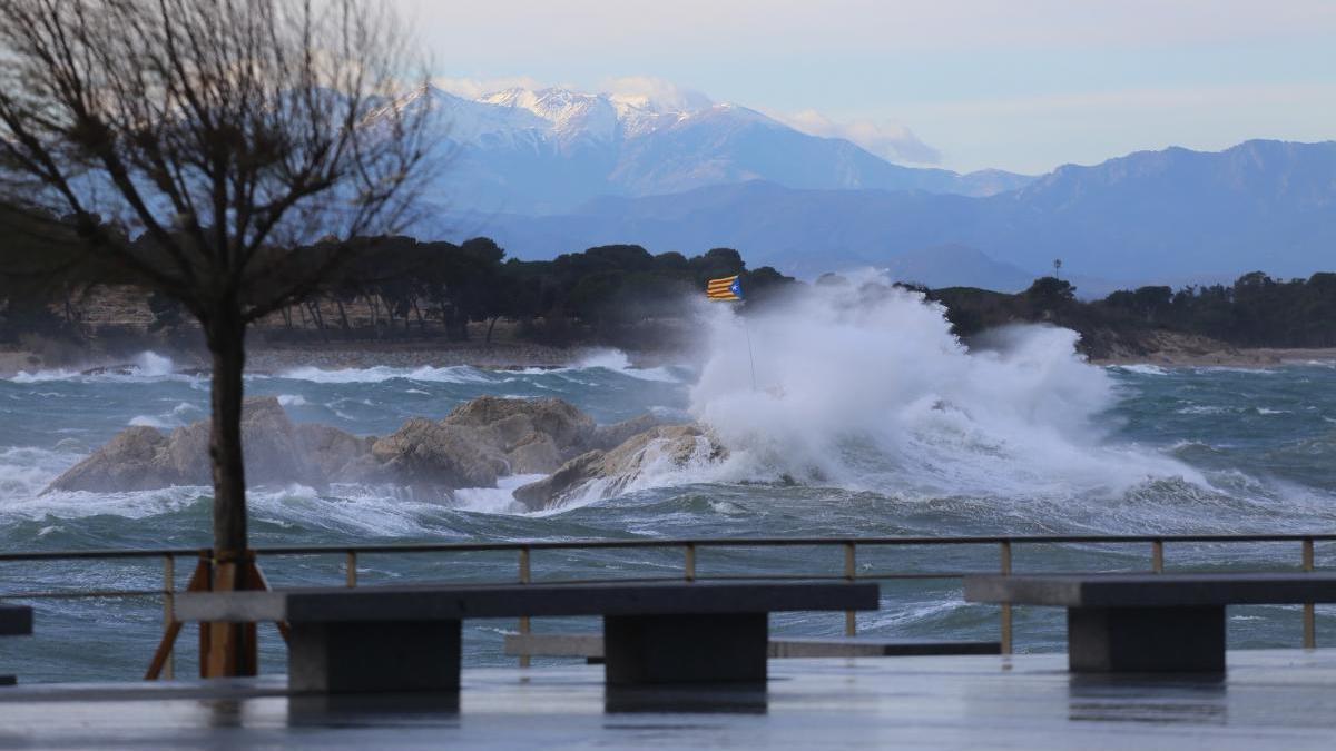 Fotografia d'arxiu del temporal de mar del gener passat a l'Escala.